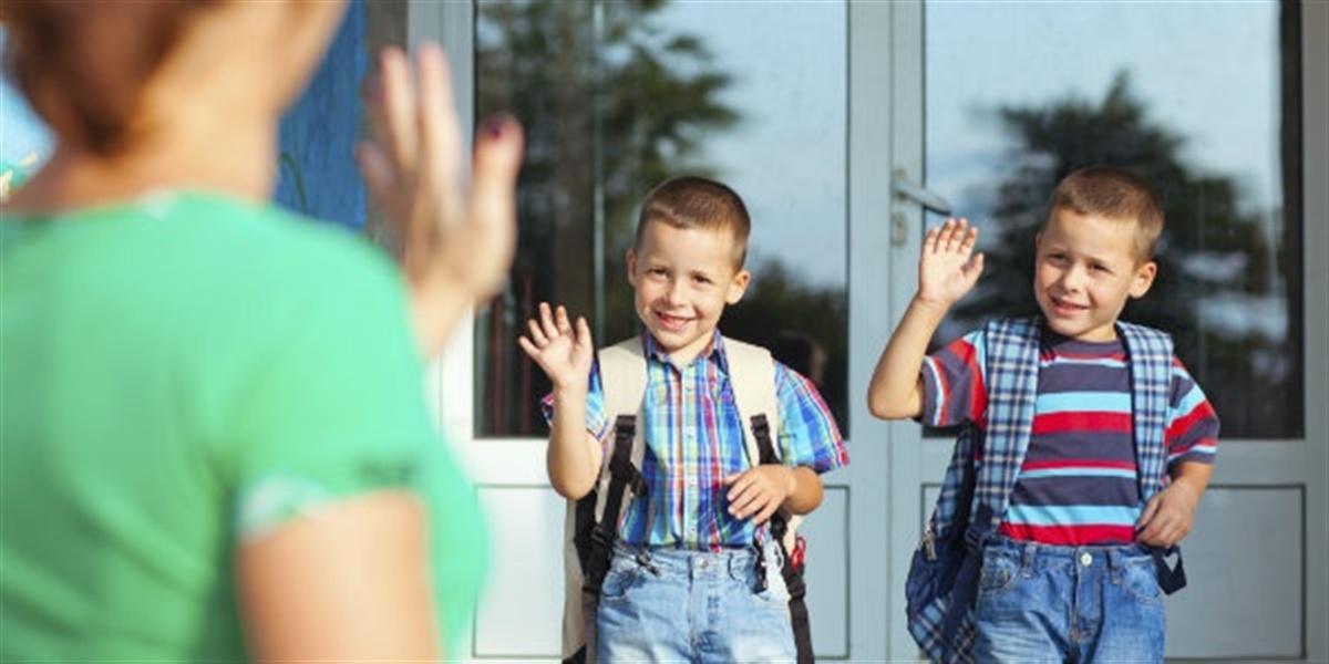 11577-school-kids-waving-goodbye-mom-landsc-1200w-tn